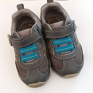 Stride Rite Hard Soles Sneakers 5.5 W Boys